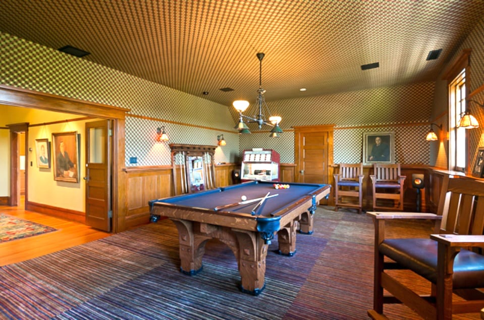 Major Billiards Room